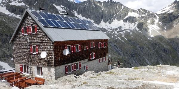 Nach Dachsanierung im Juni 2016 mit Solarpaneelen