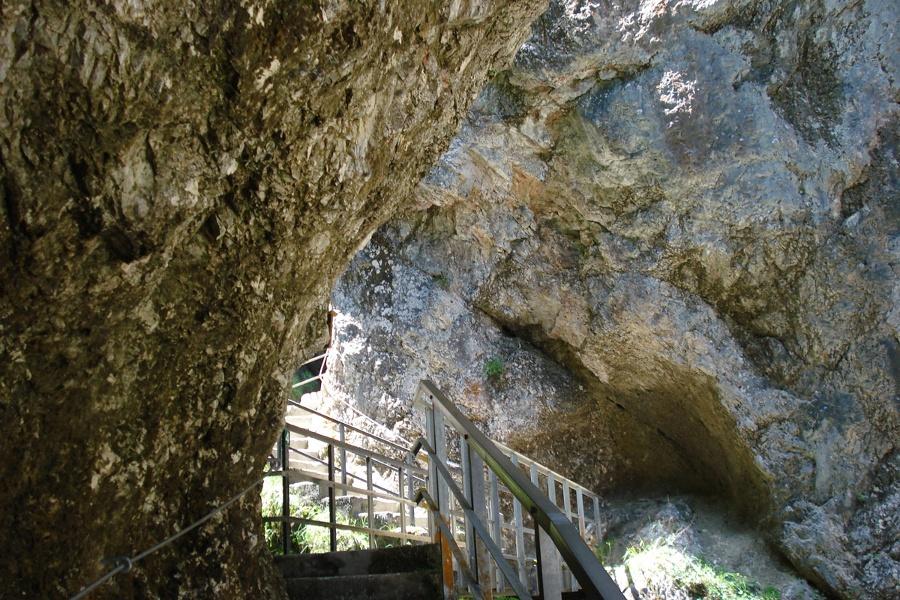 Über Treppen und Brücken durch die Almbachklamm