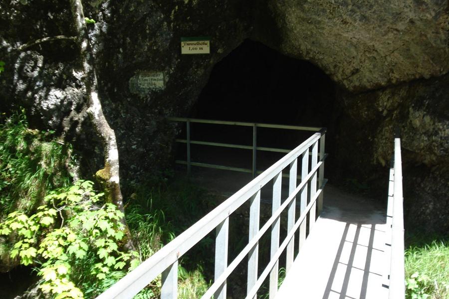 Die Tour führt auch durch einen kleinen Tunnel (ca. 15m)