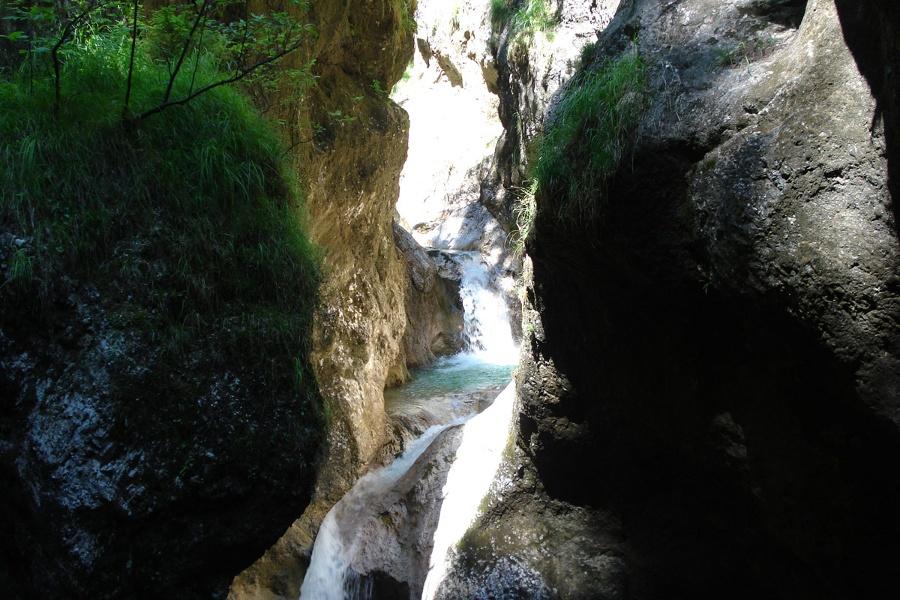 Schöne Wasserfälle als Naturschauspiel
