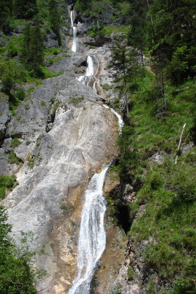 Der Sulzer Wasserfall (114m Falllänge)