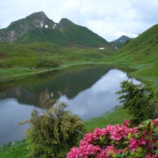 Der Kleine und der Hohe Trieb spiegel sich im Zollner See