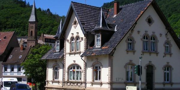 Beschaulich zeigt sich das Zentrum von Wolfstein.