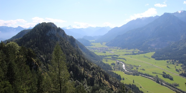 Blick vom Falkenstein in Richtung Vils in Tirol