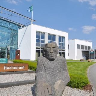 Der Eingang zur Manfred-Sauer-Stiftung in Lobbach