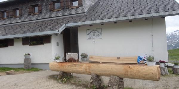 Hütte von der Nord- gleich Eingangsseite