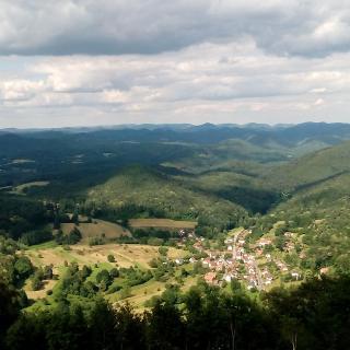 Blick von der Wegelnburg nach Nothweiler
