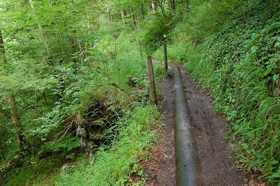 Am Weg zurück nach Inzell treffen wir historische Wasserleitungen