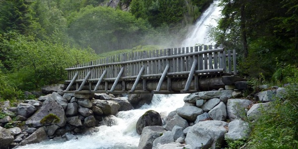 Trekking al Rifugio Nambrone - cascata Amola.