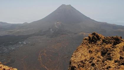 Pico do Fogo und Pico Pequenho von der Bordeira aus gesehen - vor dem Ausbruch 2014/2015