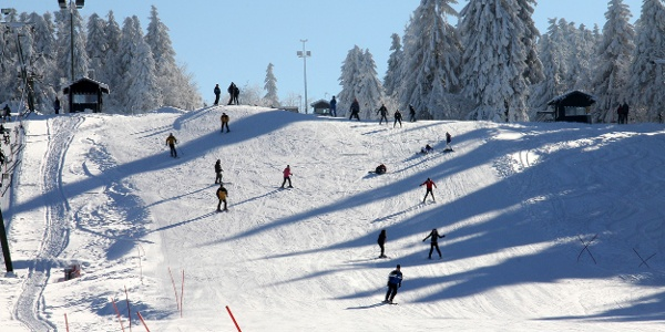 Skifahren im Skigebiet Sahnehang