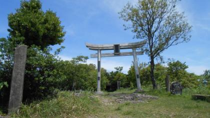 Torii auf dem Weg zum Gipfel des Konpira-san
