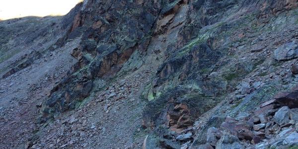 Die weiße Tafel beim Einstieg ist im linken Bilddrittel zu sehen.