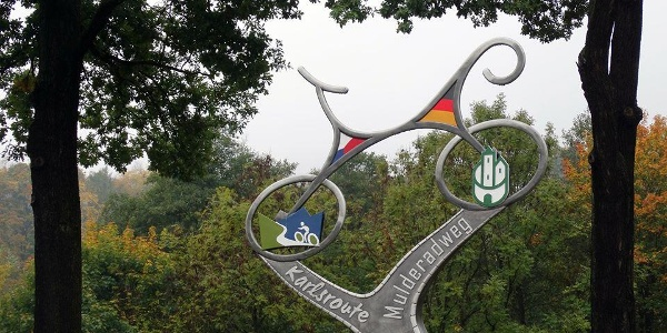 Skulptur am Radwegekreuz in Blauenthal