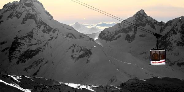 Moderne Bergbahnen in Les 2 Alpes
