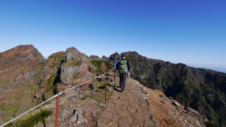 去往Pico Ruivo的远足路线上