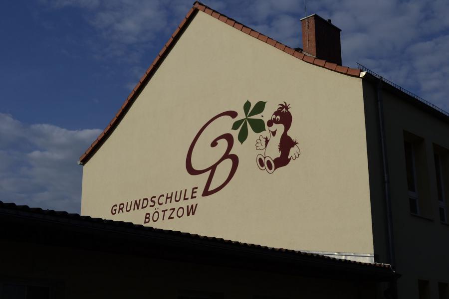 Grundschule Bötzow Giebeldekoration
