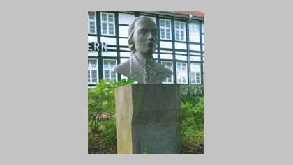 Dr. Trampel-Büste_Denkmal