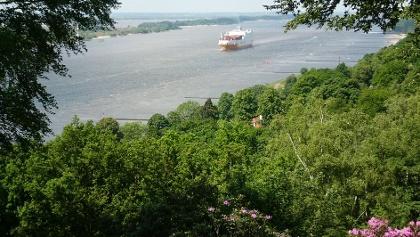 Hamburg-Blankenese, Blick auf die Elbe von Marine-Ehrenmal
