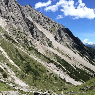 Abstieg zur Muttekopfhütte.