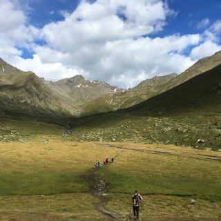 Blick auf die Madritschspitze und rechts das Madritschjoch