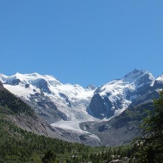 Blick auf den Morteratschgletscher, links die Bellavista, rechts der  Piz Bernina mit Biancograt