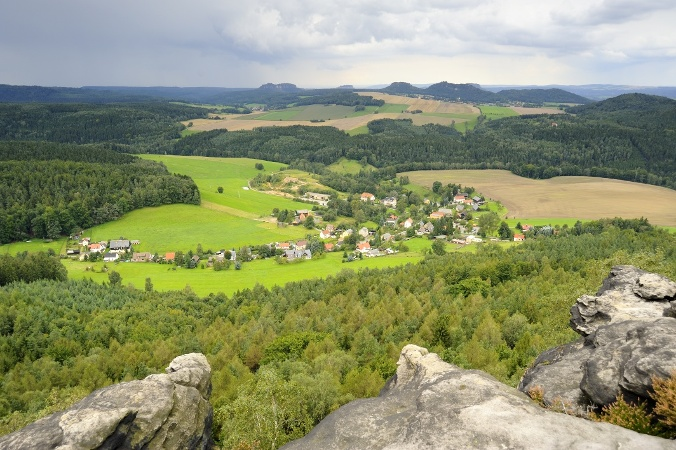 Foto Blick vom KleinenZschirnstein auf Kleingiesshuebel.