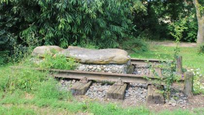 Altes Gleisstück der Strecke als Denkmal
