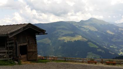 Blick von der Trockenbachalm auf den Londron (im Vordergrund nicht die Alm sondern der Schweinestall ;-))