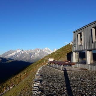 Cabane du Col de Mille  im Morgenlicht