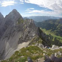 Einstieg und Blick auf den Friedberger Klettersteig und die Rote Flüh