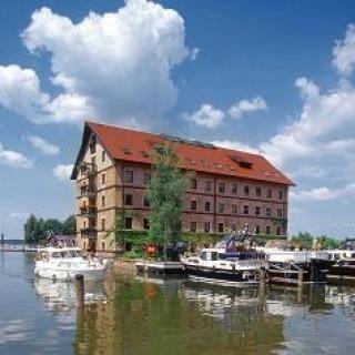 Hafeneinfahrt Zierker See