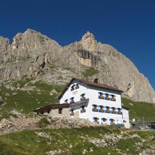 Rifugio Roda di Vael da Passo Carezza.
