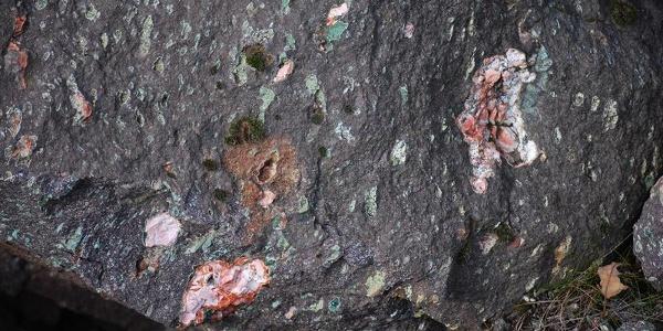 Mineralien im Steinbruch Hellerberg