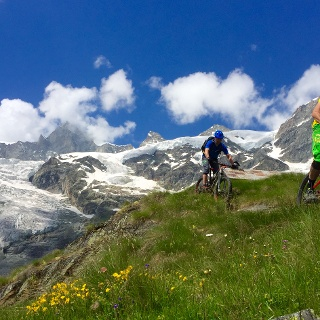 Biker mit Riedgletscher