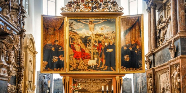 The triptych altar created by Lucas Cranach the Elder with Luther Shrine in the central part of the altarpiece