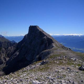 Blick vom Großen Solstein zum höheren Kleinen Solstein