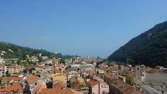 Blick über die Dächer von Finalborgo