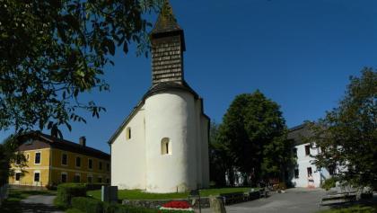 Kirche und Gasthaus in Feichsen