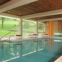 Schwimmbad im Hotel zur Burg Sternberg