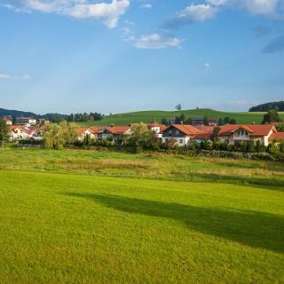 Wohnhäuser am Rande von Oberstaufen