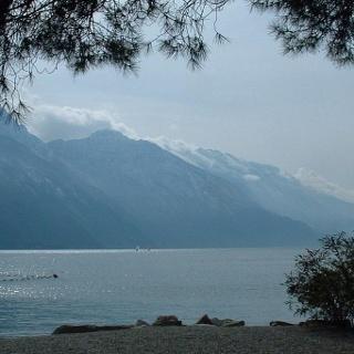 Der Monte Baldo vom Gardasee aus