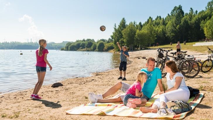 Familie am Blaustein-See