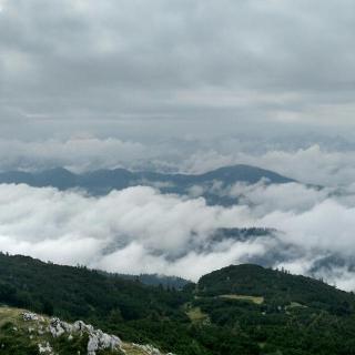 wolkige Aussicht vom Gipfel
