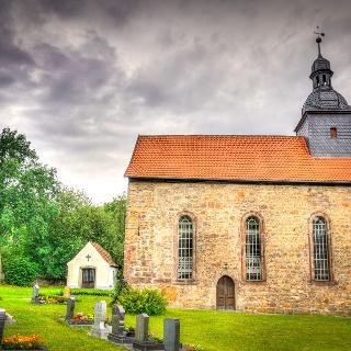 Kirche und Friedhof - Cottendorf