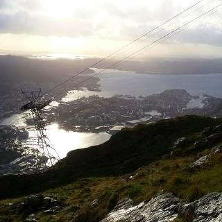 Am gipfel des Ulriken mit Blick auf Bergens Hafen 9.8.2016, 20:05 Uhr