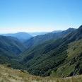 Blick über das dicht bewaldete Val Pogallo mit der Cima Sasso.
