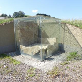 Rekonstruiertes Hügelgrab bei Otternitz.