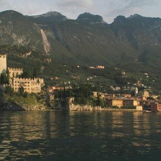 Malcesine vom Lago di Garda aus gesehen.