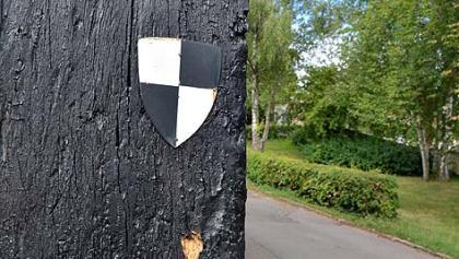 Die Markierung des Markgrafenwegs ist das Hohenzollernzeichen.